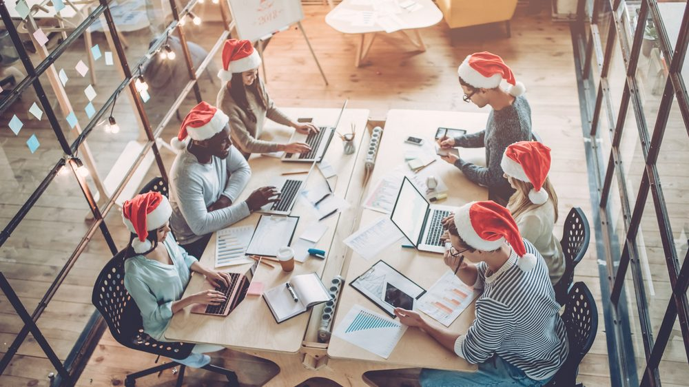 Mitarbeiter suchen in der Weihnachtszeit